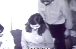 مادر با دختر خراب fucks در با پلیس پخش زندهسکس در دفتر