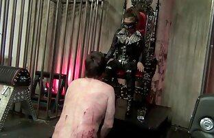 سیاه پوست ویدیو سکس زنده قرار می دهد یک دختر در مقعد